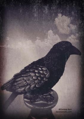 Pedestal-Raven